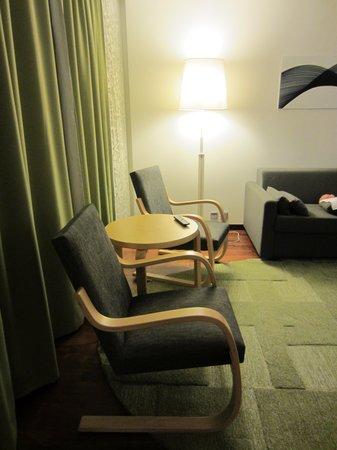 Hilton Helsinki Airport: Living room