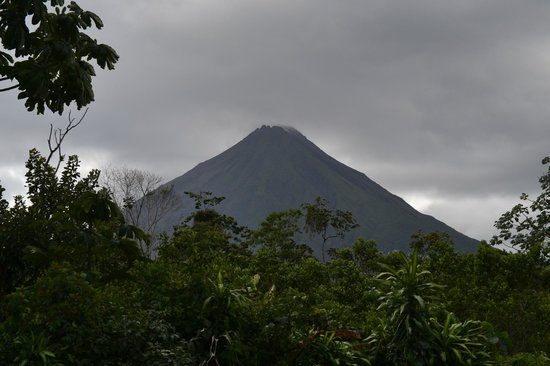 Arenal Green Hotel: Arenal Volcano seen from cabana 7