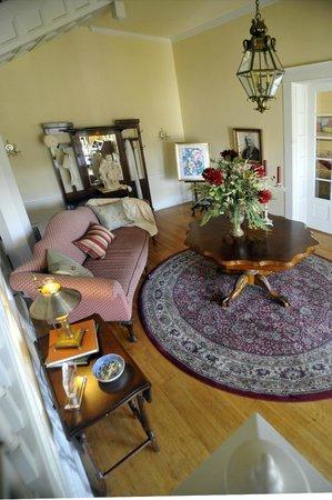 Hudspeth House Bed and Breakfast: Foyer