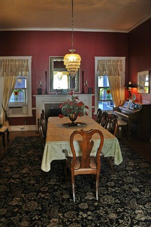 Hudspeth House Bed and Breakfast: Dining room