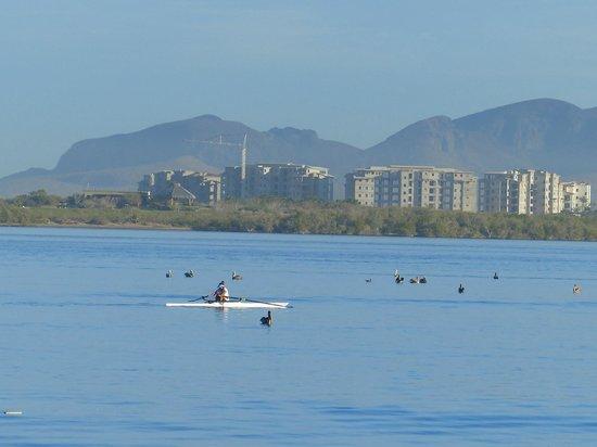 Casa Kootenay Bed and Breakfast: Early morning rowers