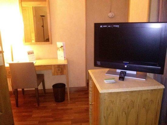 Hotel Exe El Coloso : la habitacion