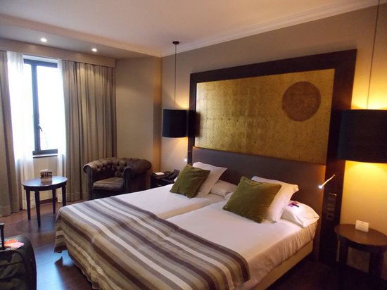 Ayre Hotel Astoria Palace : quarto confortável