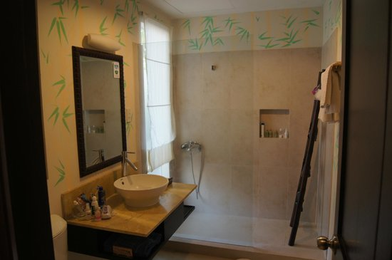 Bamboo Village Beach Resort & Spa: Ванная комната в номере