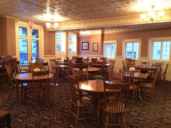 Washington House Inn: Common area for wine and cheese hour and breakfast