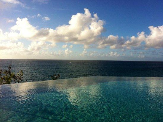Frenchman's Reef & Morning Star Marriott Beach Resort: Infinity pool