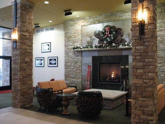 Canaan Valley Resort: lobby - fireplace