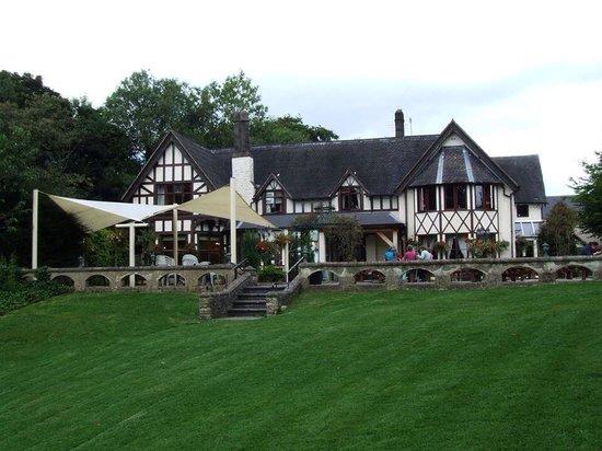 Bentley Brook Inn: Outside