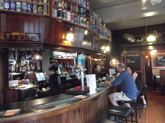 Ocean Child Inn: Passing the time over a cold one