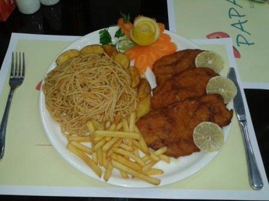 Papaya Restaurant & Cafe: escalope,napolitana&fries