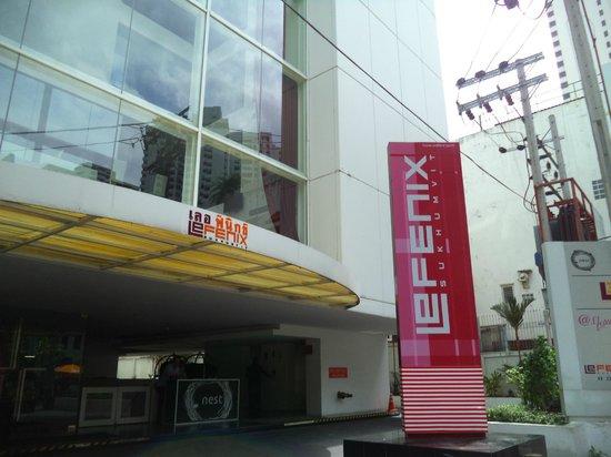 Le Fenix Sukhumvit: view of hotel building