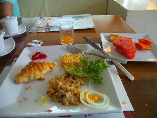 Le Fenix Sukhumvit: breakfast