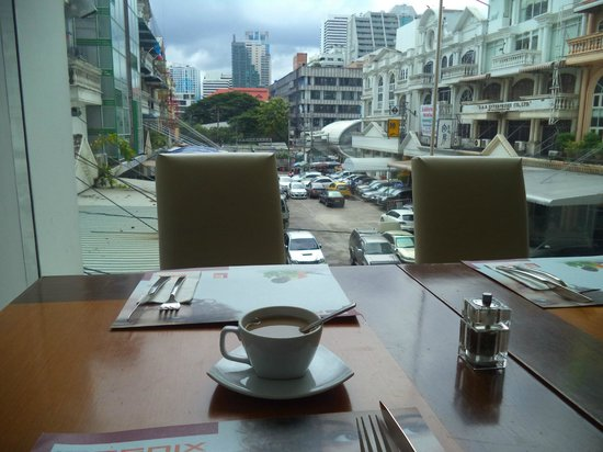 Le Fenix Sukhumvit : view from dinning table