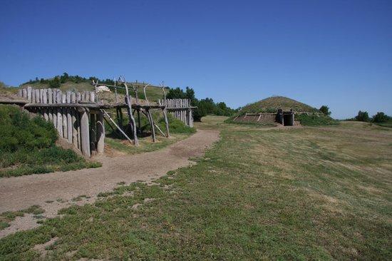 Fort Abraham Lincoln State Park: On a Slant village