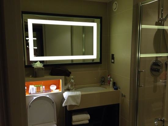 DoubleTree by Hilton London Ealing : Lovely bathroom, nice toiletries