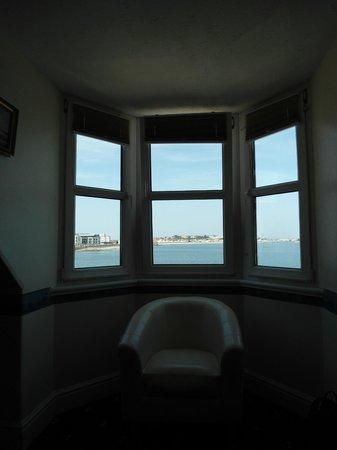 St Georges: Vue sur la mer depuis la chambre