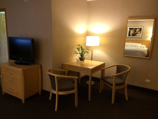 Hotel Versey Days Inn by Wyndham Chicago: 203 business suite