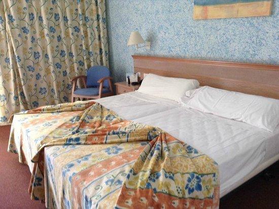 Iberostar Las Dalias: Not the most romantic bed arrangement!