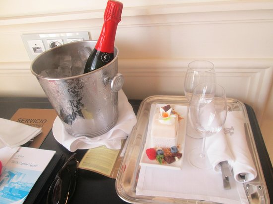 Majestic Hotel & Spa Barcelona : Our gift from the hotel
