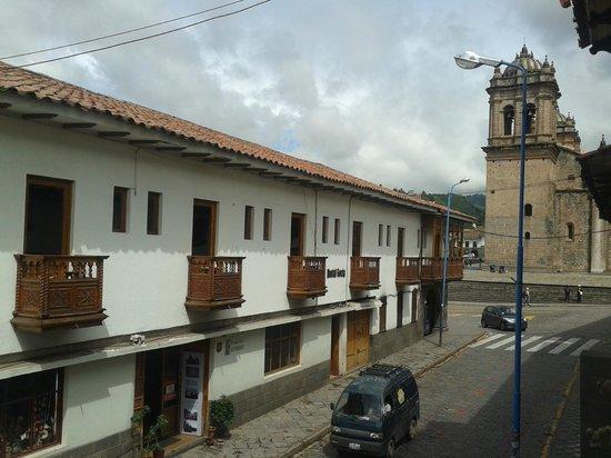 Casa Andina Classic Cusco Plaza Catedral: Vista da Catedral de Cuzco da varanda do hotel (lado direito).