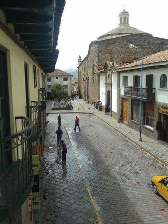 Casa Andina Classic Cusco Plaza Catedral: Vista do hotel - lado esquerdo.