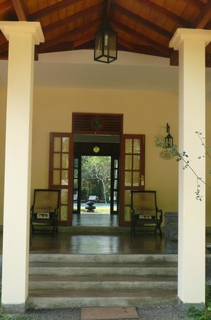 Suhada Villa: Entrance