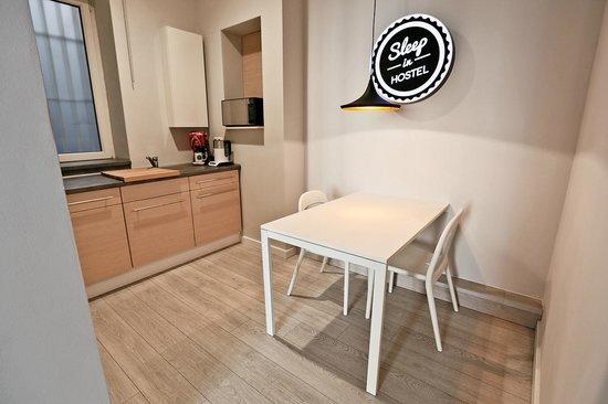 Sleep In Hostel & Apartments: Kitchen