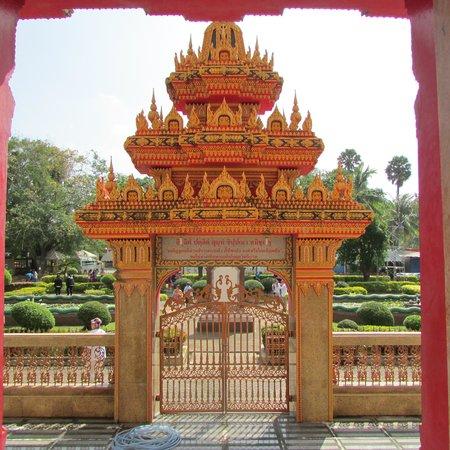Wat Chalong: Gates