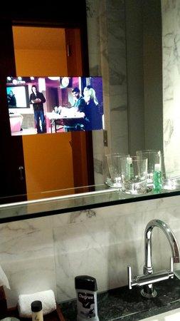 Park Hyatt Zürich: Mirror embedded with TV screen