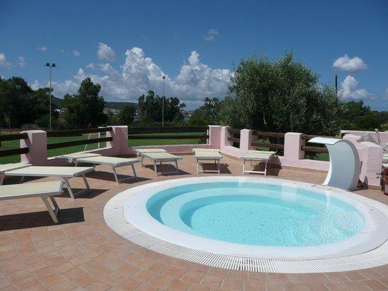 Airone Hotel: La piscina con idromassaggio