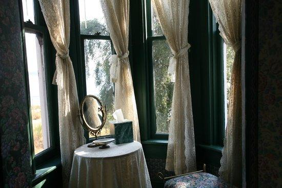 Old Consulate Inn: Master Suite Boudoire Turret