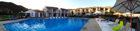 Olmue, Chile: View of pool and apartments