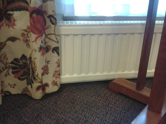 Mercure York Fairfield Manor Hotel: Curtains covering the radiator, blocking the heat