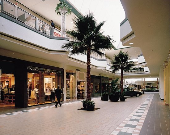 Oak Hollow Mall