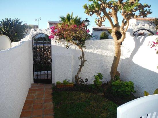 El Capistrano Villages: Apartment garden