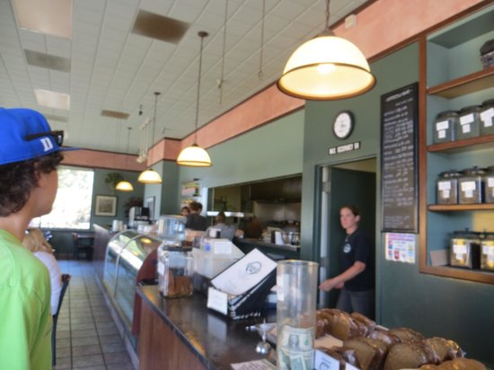 Half Moon Bay Coffee Co : interior