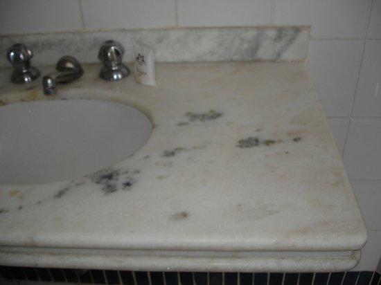 Palace Hotel : Pia do banheiro do apartamento