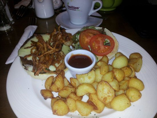Belvedere Cafe|Restaurant: Cheeeburger, tobacco onions and garlic cubed potatoes.
