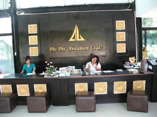 """Phi Phi Andaman Legacy : la réception et """"Papaye"""" toujours souriante"""