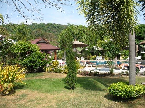 Phi Phi Andaman Legacy: le parc et la piscine