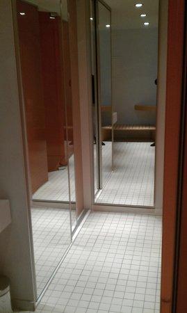 Room Mate Oscar : zona vestidor