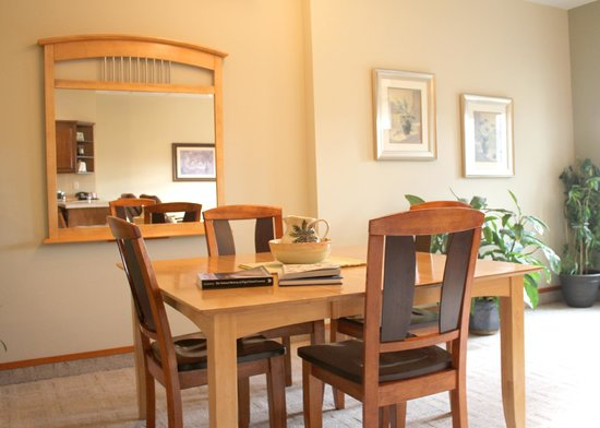 San Juan Suites: Dining Room - The Conservatory - Pet Friendly