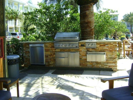 Villages of Crystal Beach: Grilling area