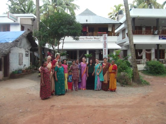 Keratheeram Beach Resort : family making us feel welcome and showing us how to dress