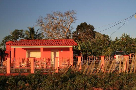 Villa El Habano: La maison vu de devant, notre Casa est sur le côté droit