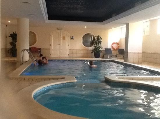 Luna Park Hotel : крытый бассейн