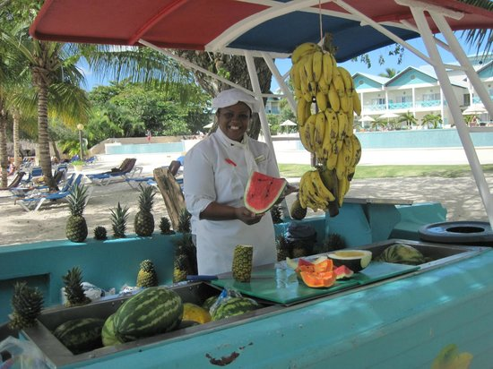 Dreams La Romana Resort & Spa: das Früchteboot
