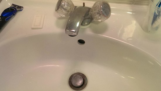 The Maranton House Hotel: damaged tap
