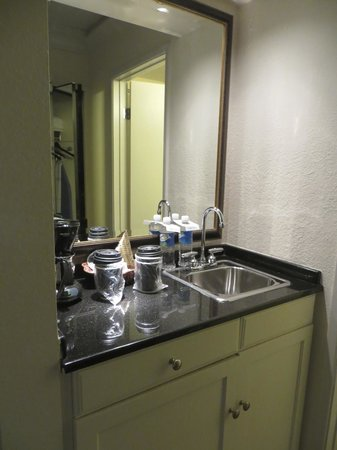 Half Moon Bay Lodge : room