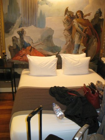 Hotel Le Walt: Bed and room